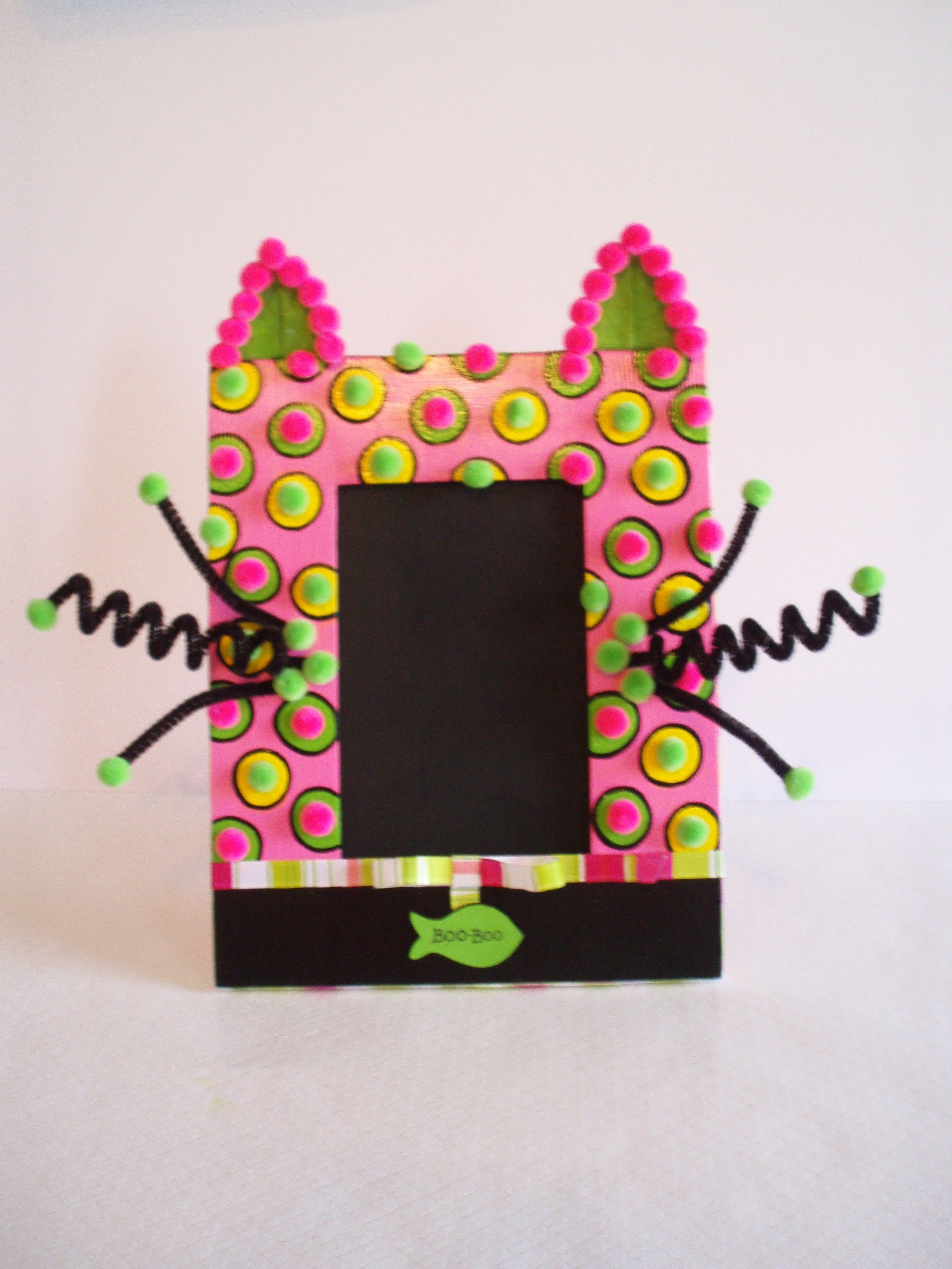 Have your kids show some appreciation for the family cat, by having them make this creative pet frame. This is a beginner project that can take up to 2 hours to complete.
