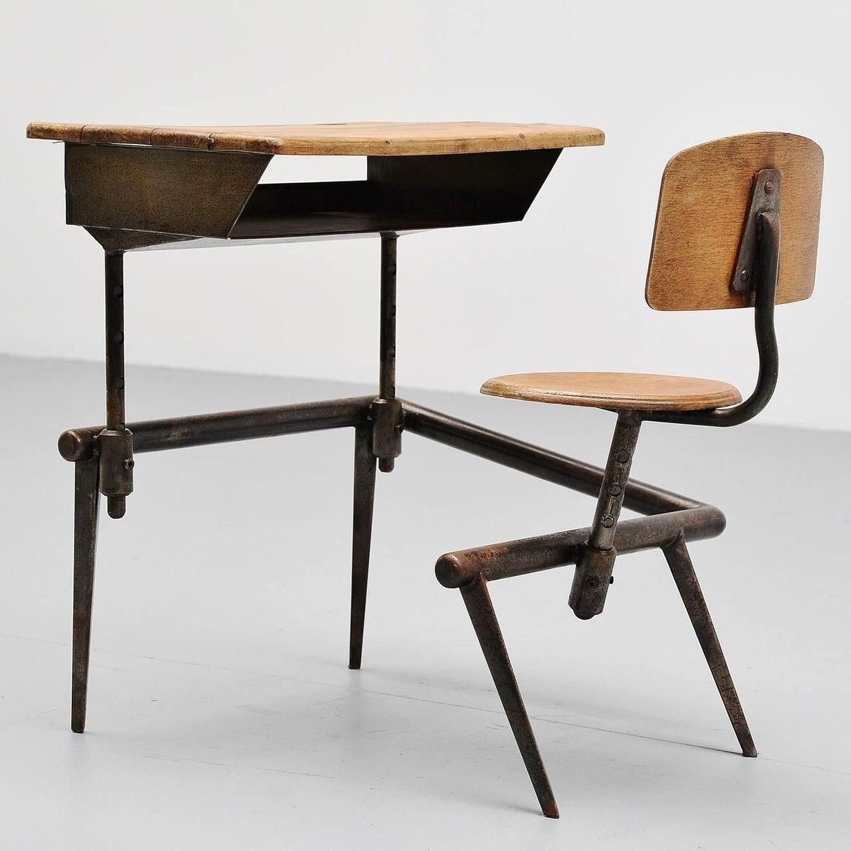 Jean Prouv School Desk Pupitre No 800 France 1952 Mid Mod Design In 2020 School Desks Prouve Design Desks