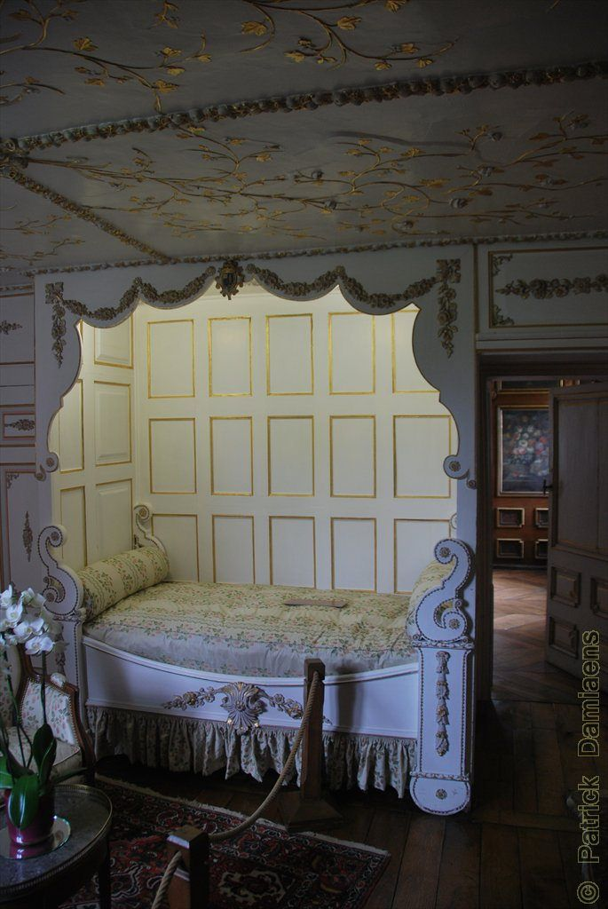 Château de MODAVE Alcove bed, Types of beds, Diy bed frame