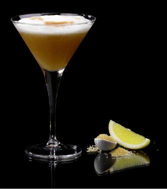 Calvados Sour : Recette cocktail Calvados et angostura bitter par Calvados Cocktails. Dans un shaker, mélanger tous les ingrédients. Secouer, filtrer deux fois et servir dans un verre à Martini.