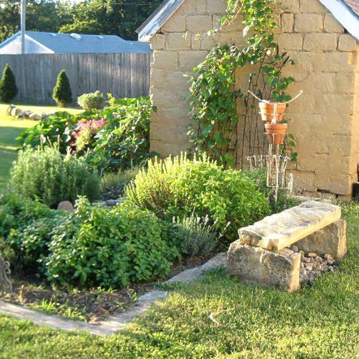 29 creative apartment herb garden ideas you should try herb gardening designs n apartment on outdoor kitchen herb garden id=63564