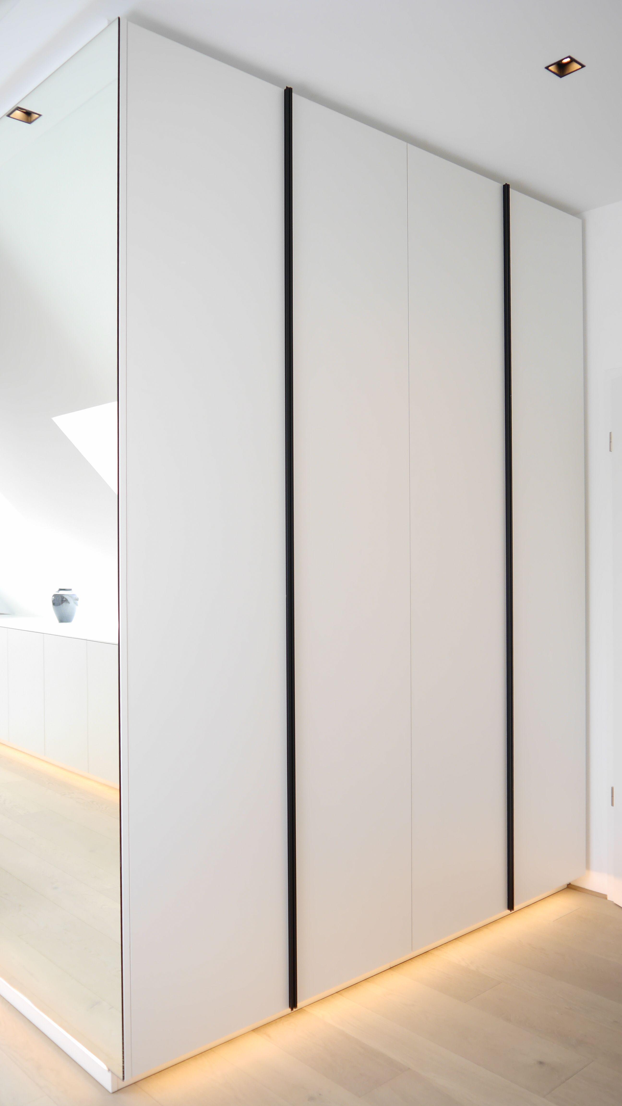 Raumhohe Einbauschranke Mit Indirekter Beleuchtung Einbauschrank Flur Design Schrank