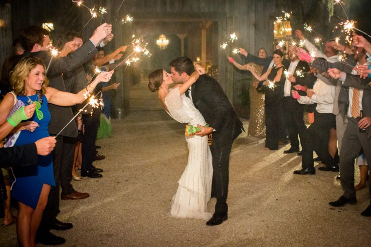 Great last impression in style with a wedding sparkler send-off | fabmood.com