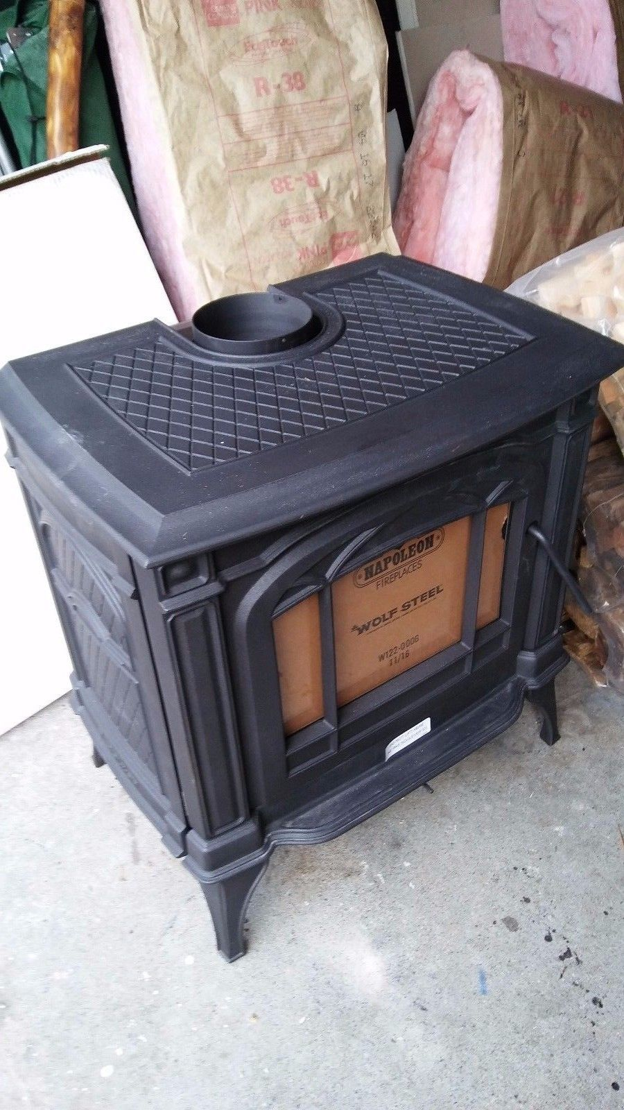 A NEW NAPOLEON 1100C WOOD BURNING STOVE WITH FREE HEARTH