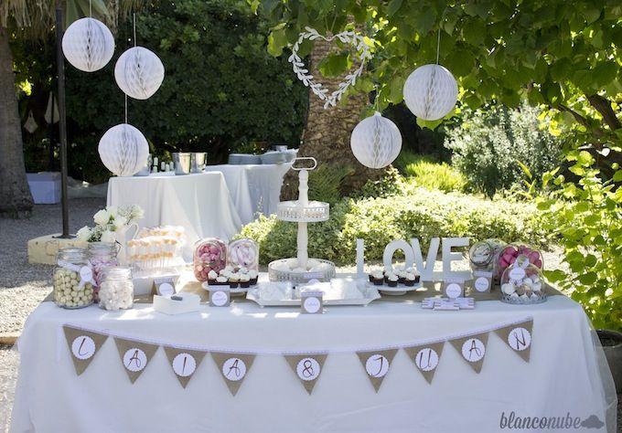 la mesa dulce de boda que hoy os traemos viene con aires rsticos en blanco