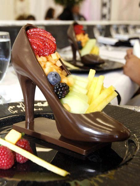 41633f52b402 Chocolate heels with fruit! Girls dream! Don t know how to make them ...