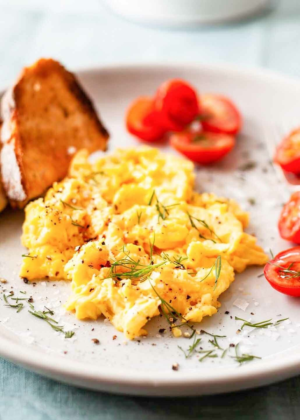 cooking perfect scrambled eggs - HD 1030×1442