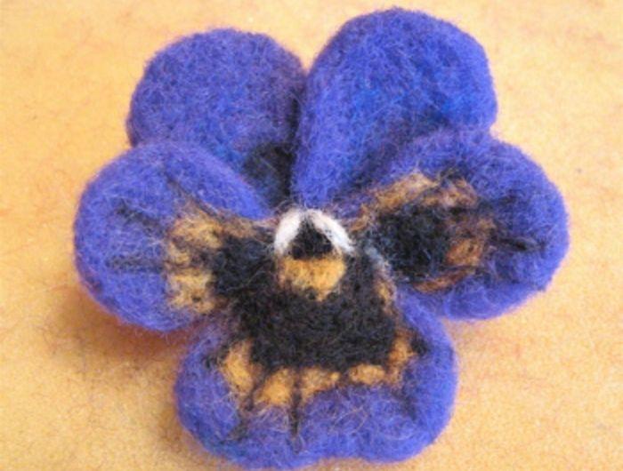 que faire avec de la laine violette tricolore avec laine faire soi m me activit s manuelles. Black Bedroom Furniture Sets. Home Design Ideas