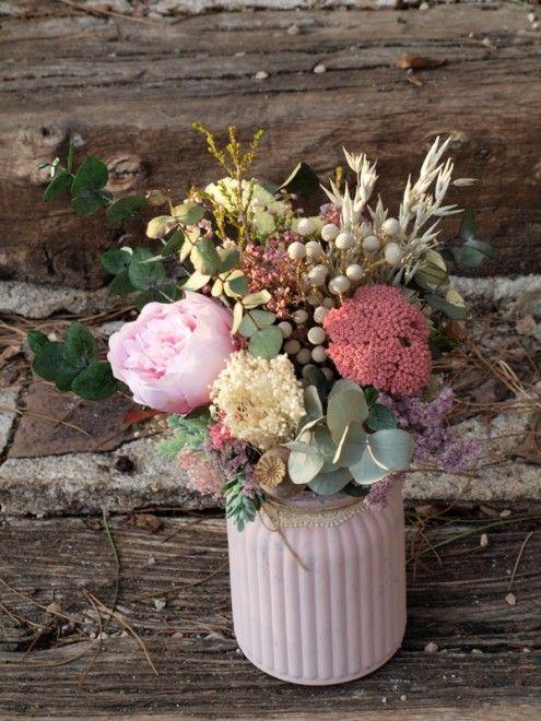Centro de flores secas con peonía artificial y eucalipto preservado - flores secas