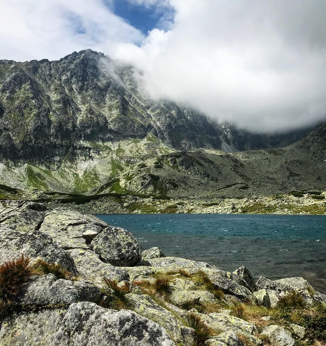 Beauties of Slovakia  #slovakianature #outdoors #outdoorlife #batizovskepleso #vysoketatry #hightatras #slovakia #ilovenature #naturephotography #outdooradventures #lake #lakephotography #mountains #hiking #pleso #slovensko