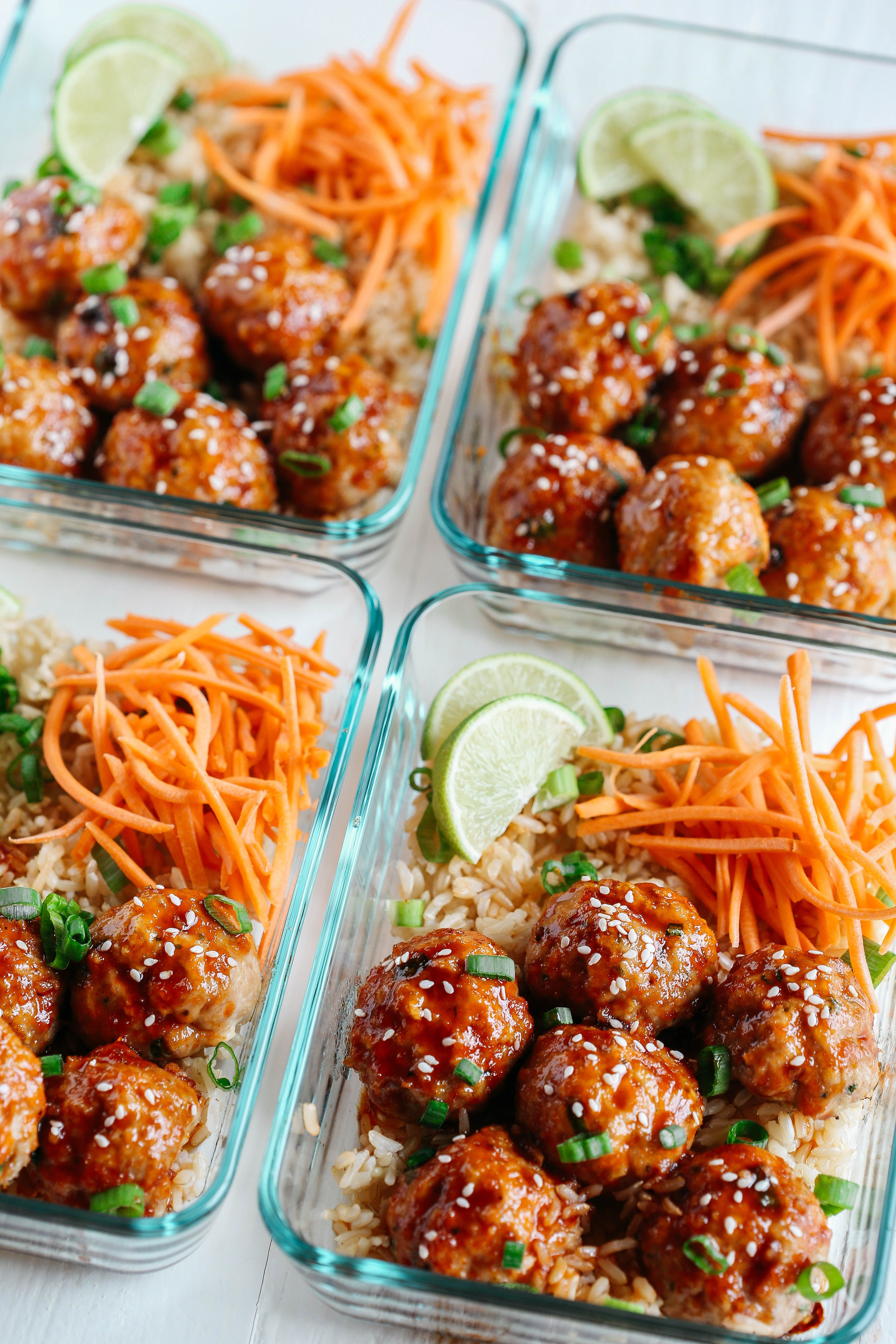 These Honey Sriracha Glazed Meatballs are sweet, spicy and full of so much flavor! They also take less than 30 minutes to make and are perfect for weekly meal prep! #healthylunches