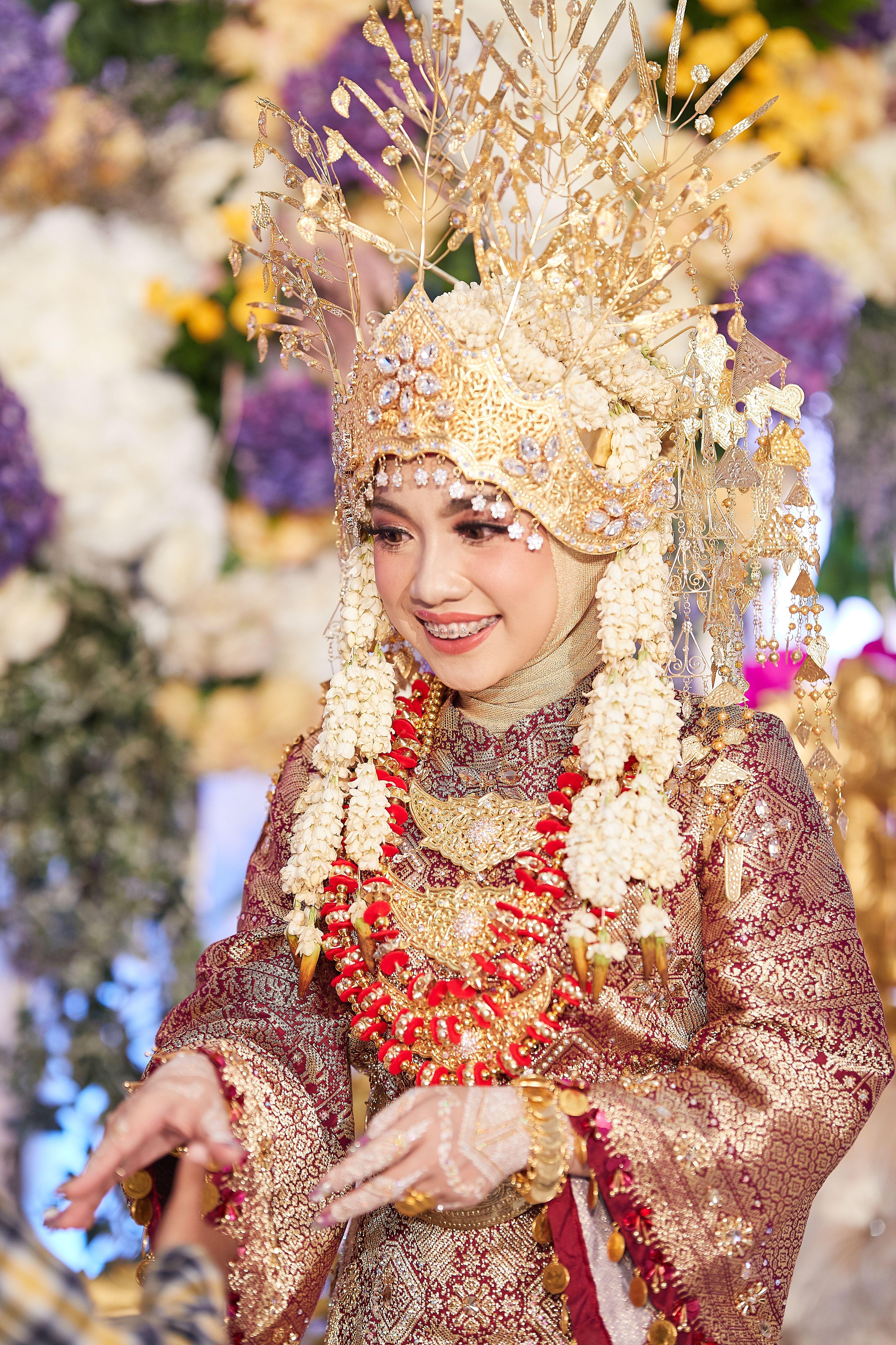 Pakaian Adat Pernikahan Lampung