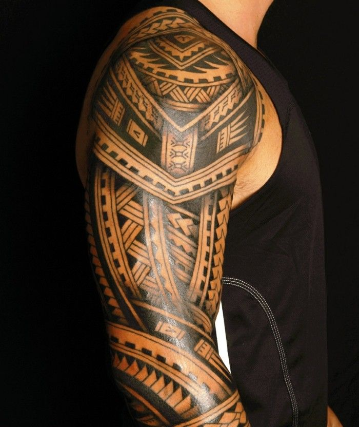 oberarm tattoo m nner t towierung maori motive tattoo. Black Bedroom Furniture Sets. Home Design Ideas