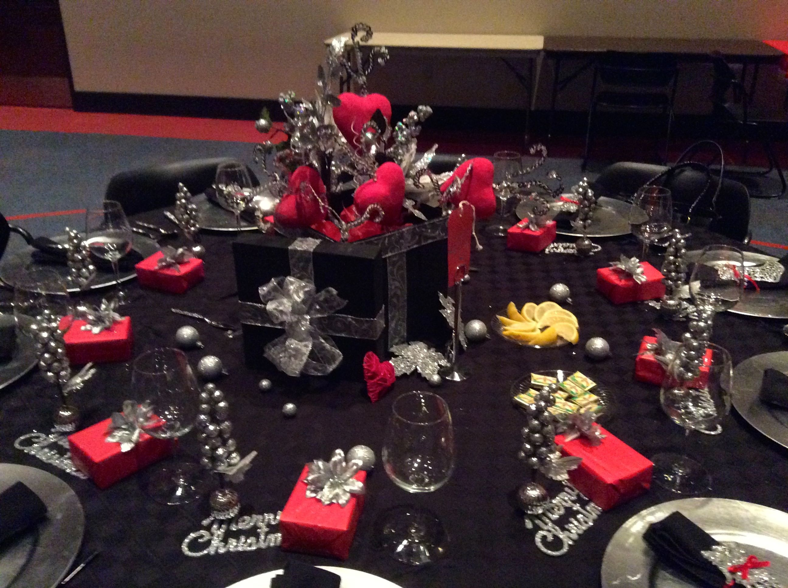 Red Black White Tablechristmas Decorations Google Search Christmas Table Decorations White Table Decorations Black White Table Decorations