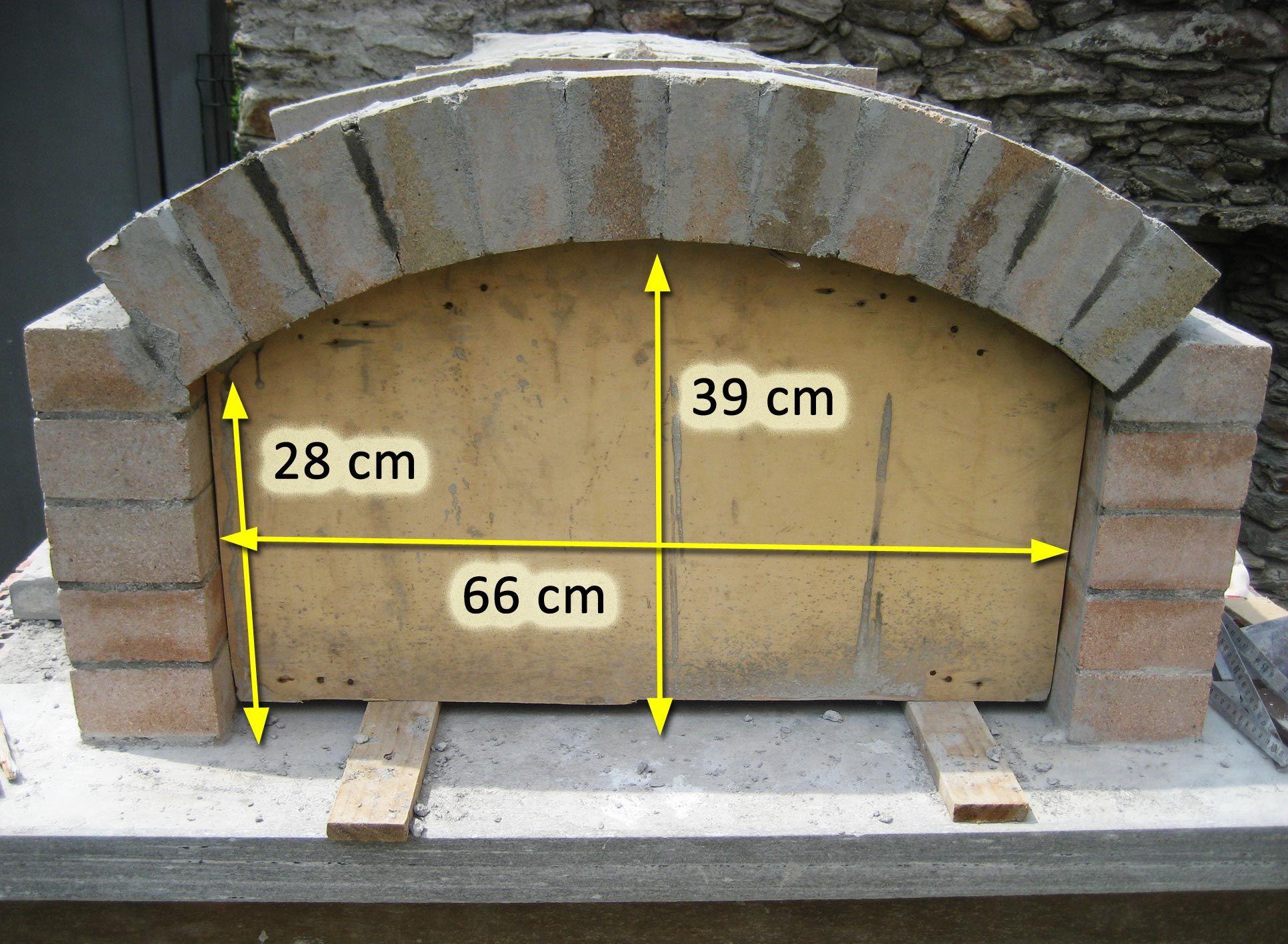 Forno in mattoni refrattari a base rettangolare for Come costruire una cabina di pietra