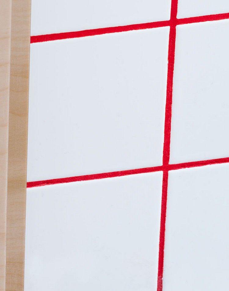 Kontrastierende Fugenmörtel Farben zum Aufwerten weißer Wandfliesen