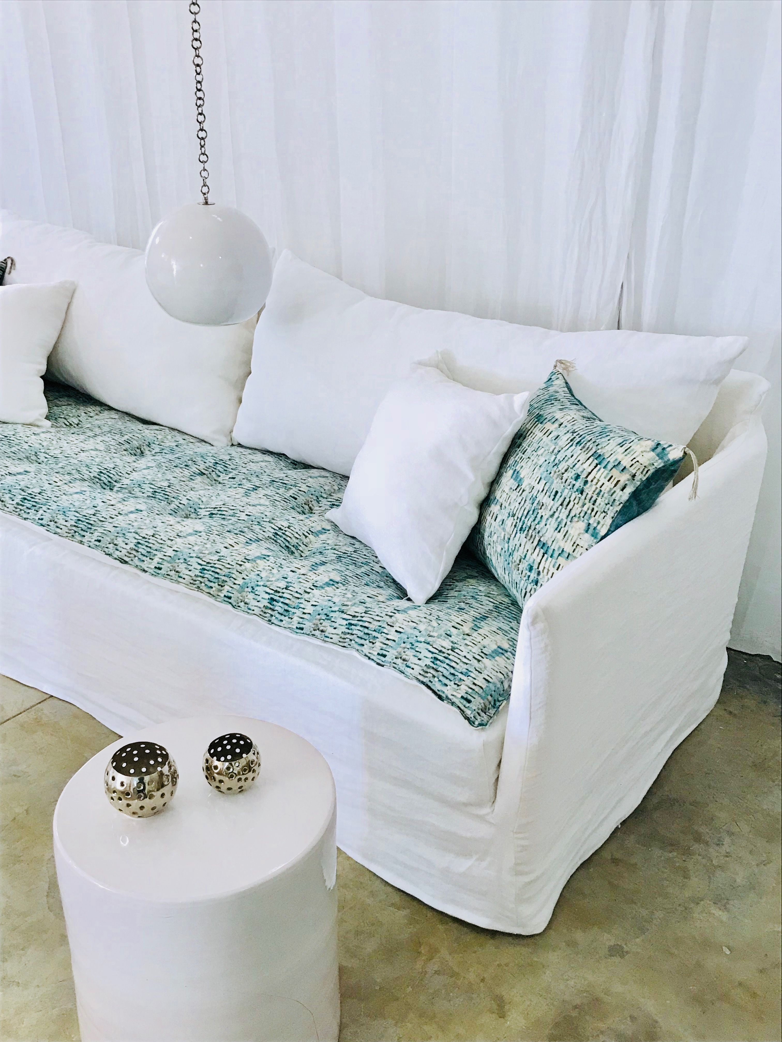 Canape Sur Mesure Lin Lave Blanc Sofa Cover Cobalt In Love 2 Canapes Blancs Meuble Blanc Idee Deco Appartement