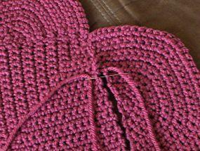Crochet Heart Pillow - Tutorial