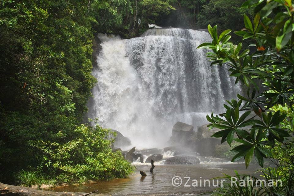 Riam Dait Atau Air Terjun Remabo Berada Di Kabupaten Landak Pemandangan Yang Alami Dengan Air Terjun Yang Dramatis Pemandangan Air Terjun Air