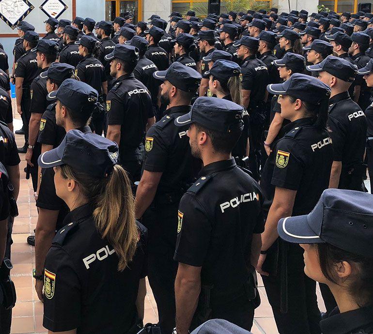 Uno De Los Detenidos Había Trabajado Para La Víctima Que Fue Abordada Por La Espalda En El Rellano De Su Vivienda El D Policía Policia Nacional Mujer Policía
