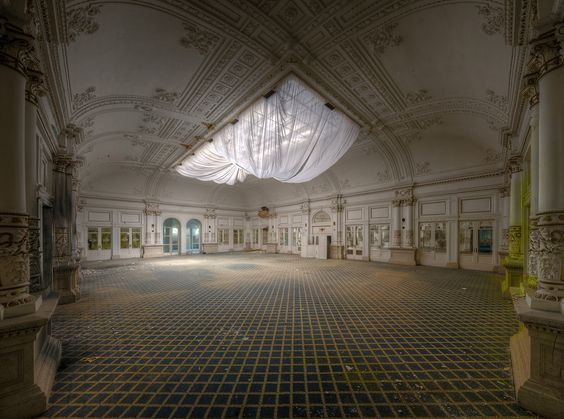 Dining Room, Abandoned Hotels, 5 Star Hotel, Abandoned Buildings, Abandoned Houses, Abandoned Places