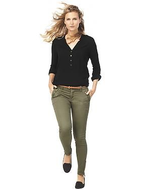 Women S Clothes Featured Outfits Now Trending Military Old Navy Olive Pants Outfit Green Pants Outfit Casual Fall Outfits