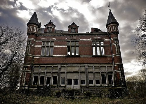 Haunted House // Maison Hantée