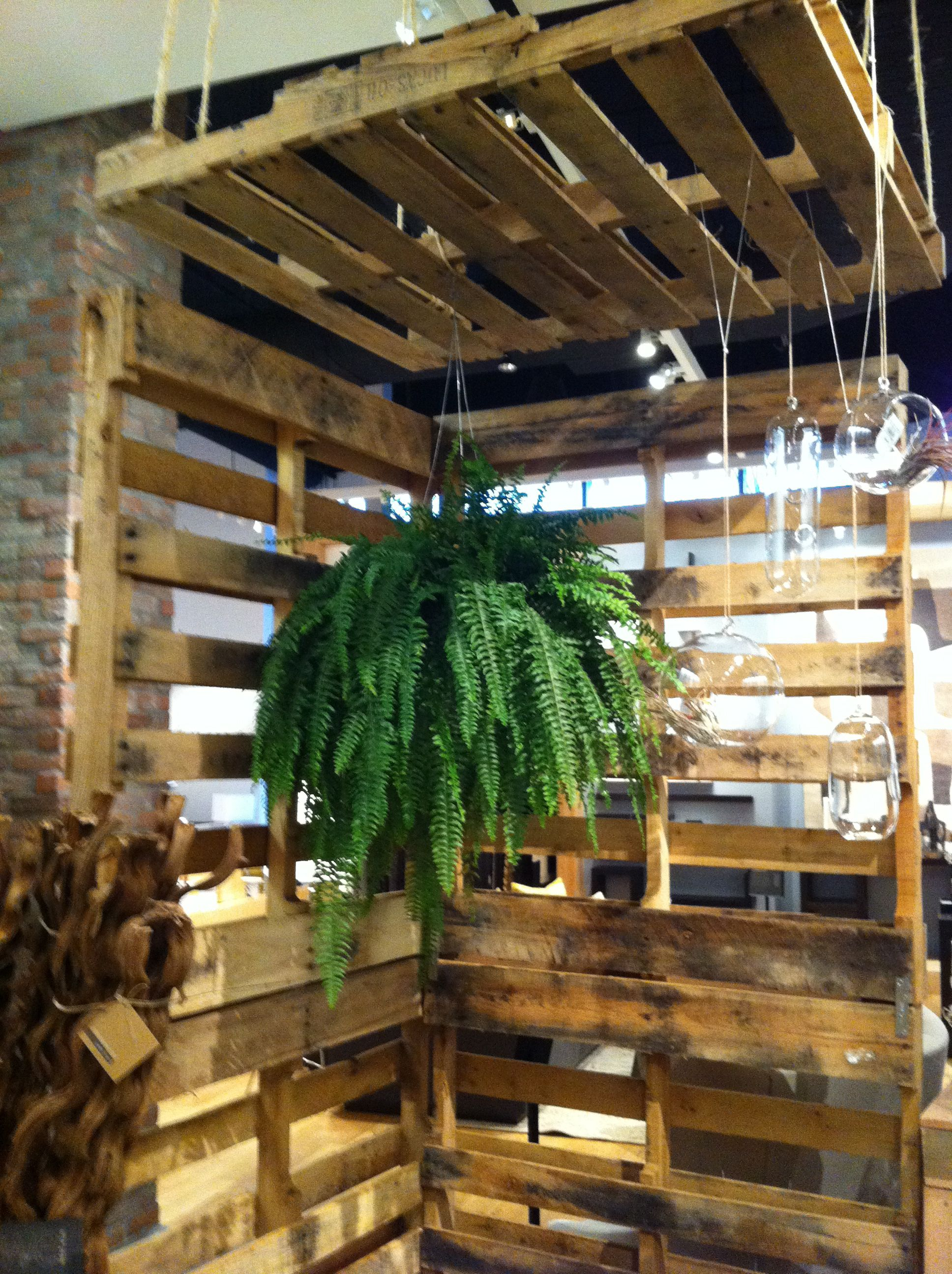 Pallets used in unconventional ways | Display Ideas | Pallet