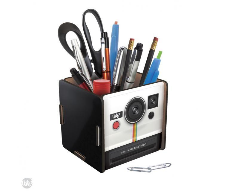 Porta objetos multiuso, feito com 5 peças encaixáveis de madeira adesivada. Ideal para guardar ítens de escritório ou escolar, como canetas, lápis, borracha, tesoura ou qualquer coisa que você quiser.