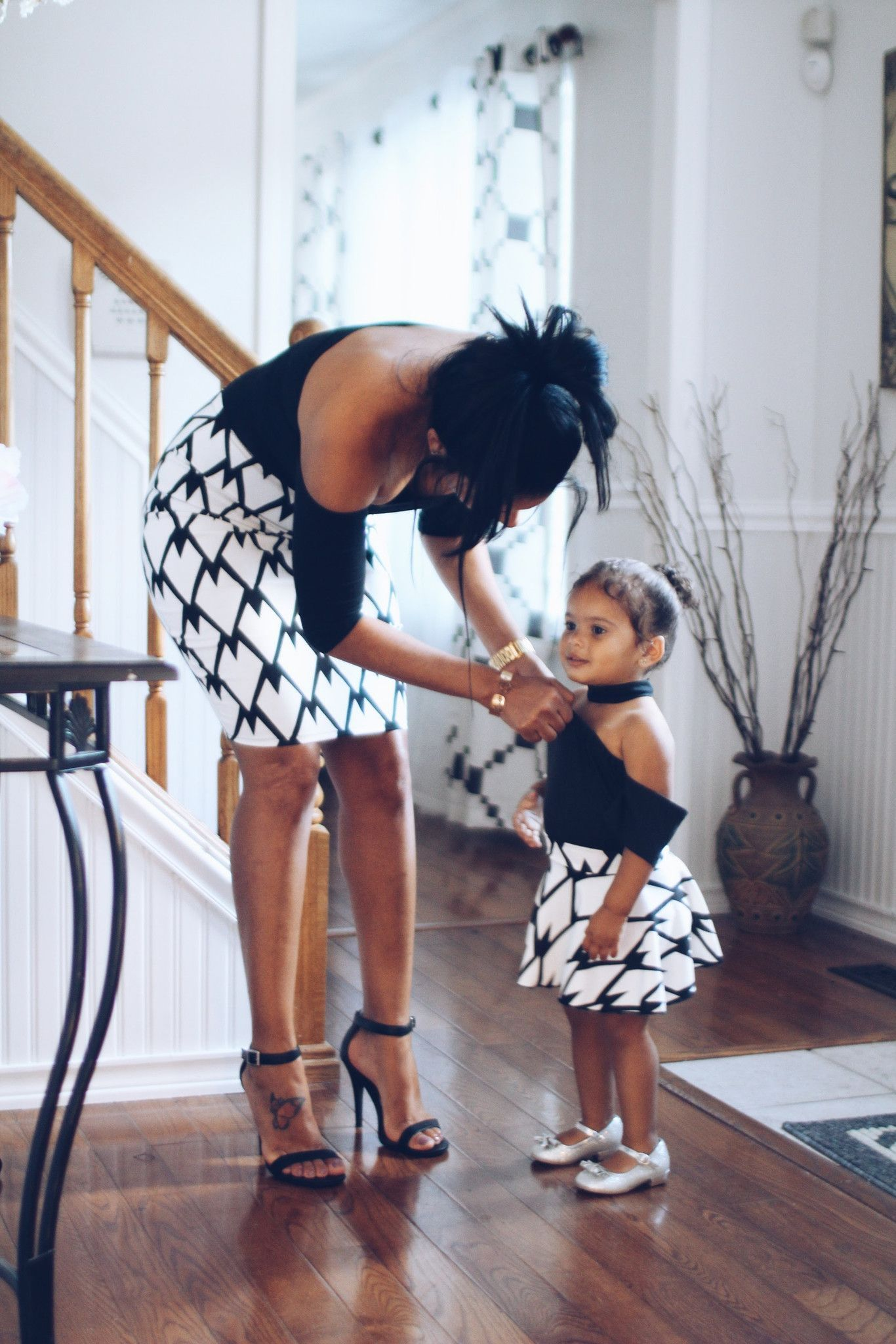 mother daughter matching skirts  black and white  mother
