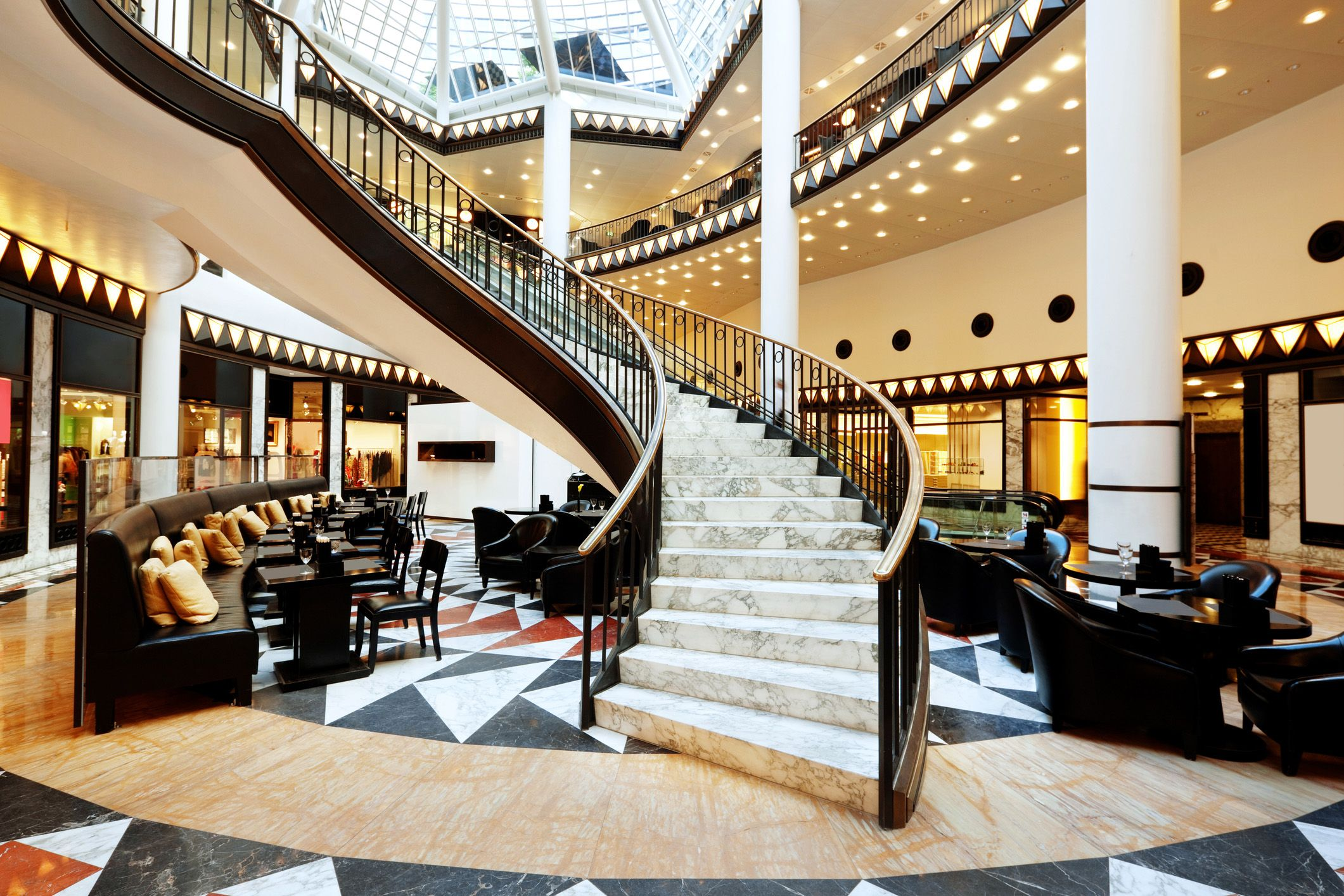 10 Beautiful Hotel Lobbies Across America Luxury Staircase Beautiful Hotels Lobby Hotel Lobby