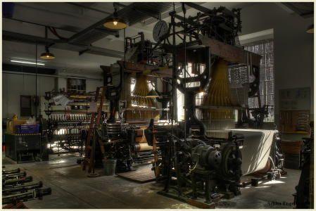 Der Jacquard-Webstuhl (weaving machine)