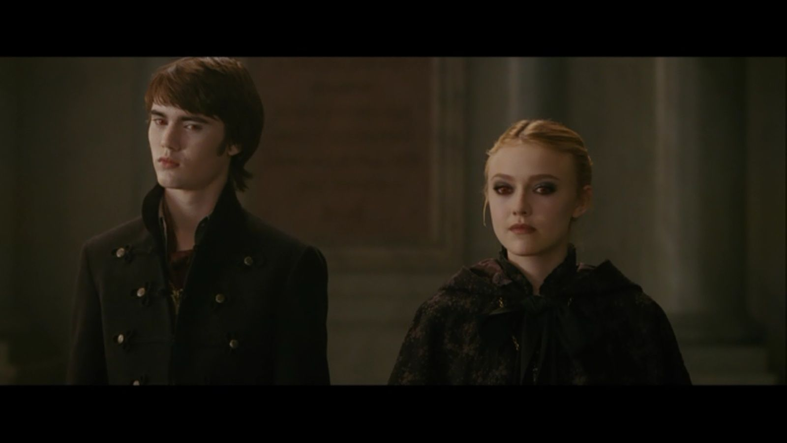 Latest 1600 900 New Moon Cameron Bright Elizabeth Reaser