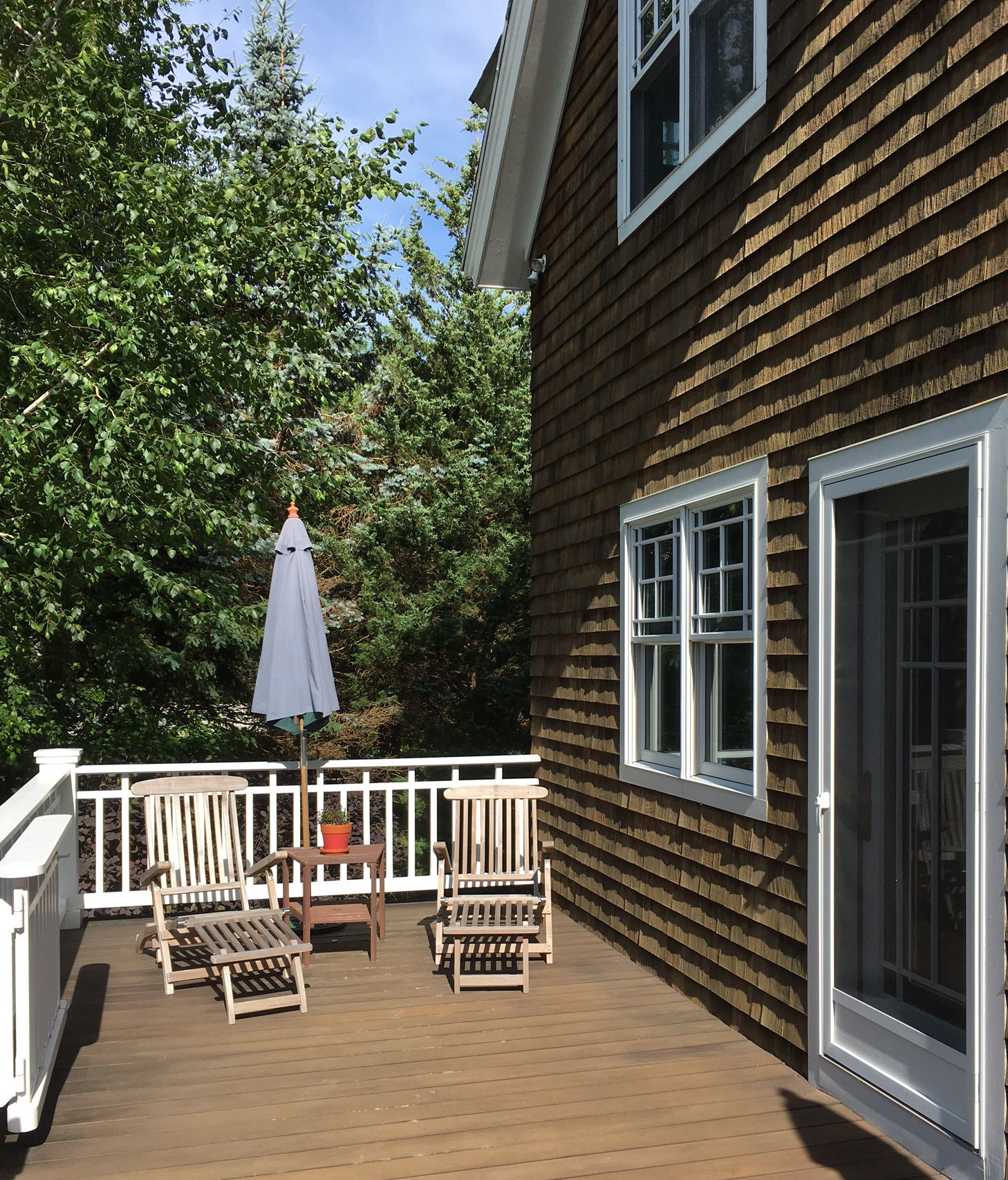 Best Shingle Style Home Mahogany Deck Custom Railing 400 x 300