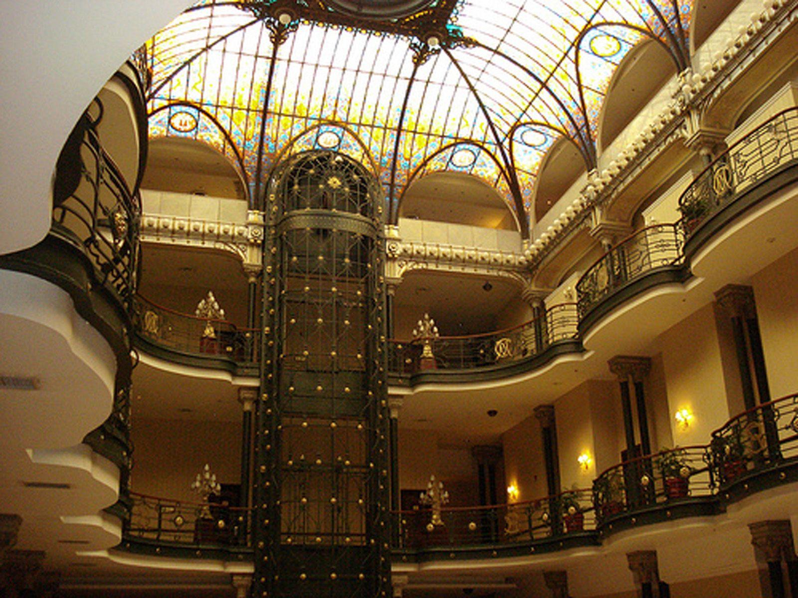 Gran Hotel de la Ciudad de México. 1898. Obra del arquitecto Daniel Garza- Considerado como el primer edificio de estilo Art Nouveau en México. Está situado en el centro histórico de México DF. Ascensor