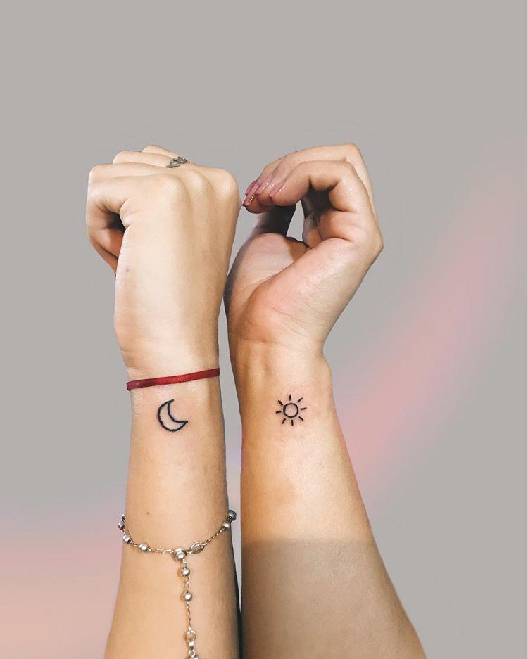 Tattoo De Hoy Para Madre E Hija Tattoo Tattoos Tat Ink Inked Tattooed Tat Tatuaje Madre E Hija Tatuaje Mama E Hija Tatuaje Pequeno En La Cadera