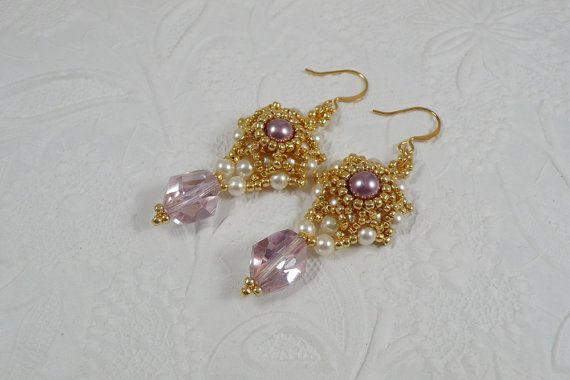 Woven Dangle Earrings Swarovski Crystal in Light by IndulgedGirl - guld seed og guld små perler samt hvide voksperler og lilla store bicones