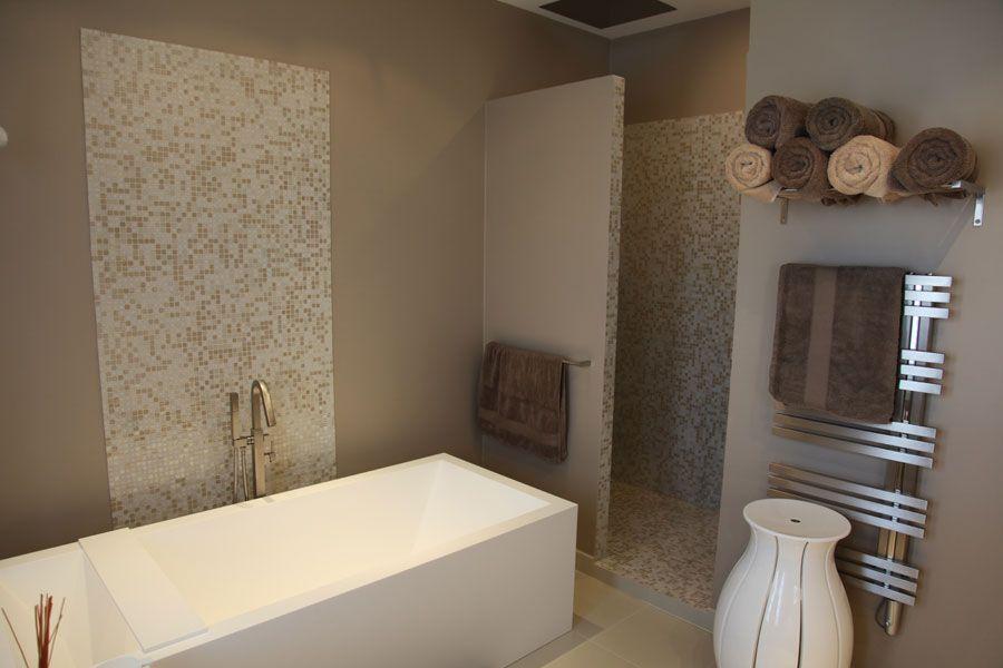 Con ue et r alis e par cascade design photos www - Modele de salle de bain avec baignoire ...