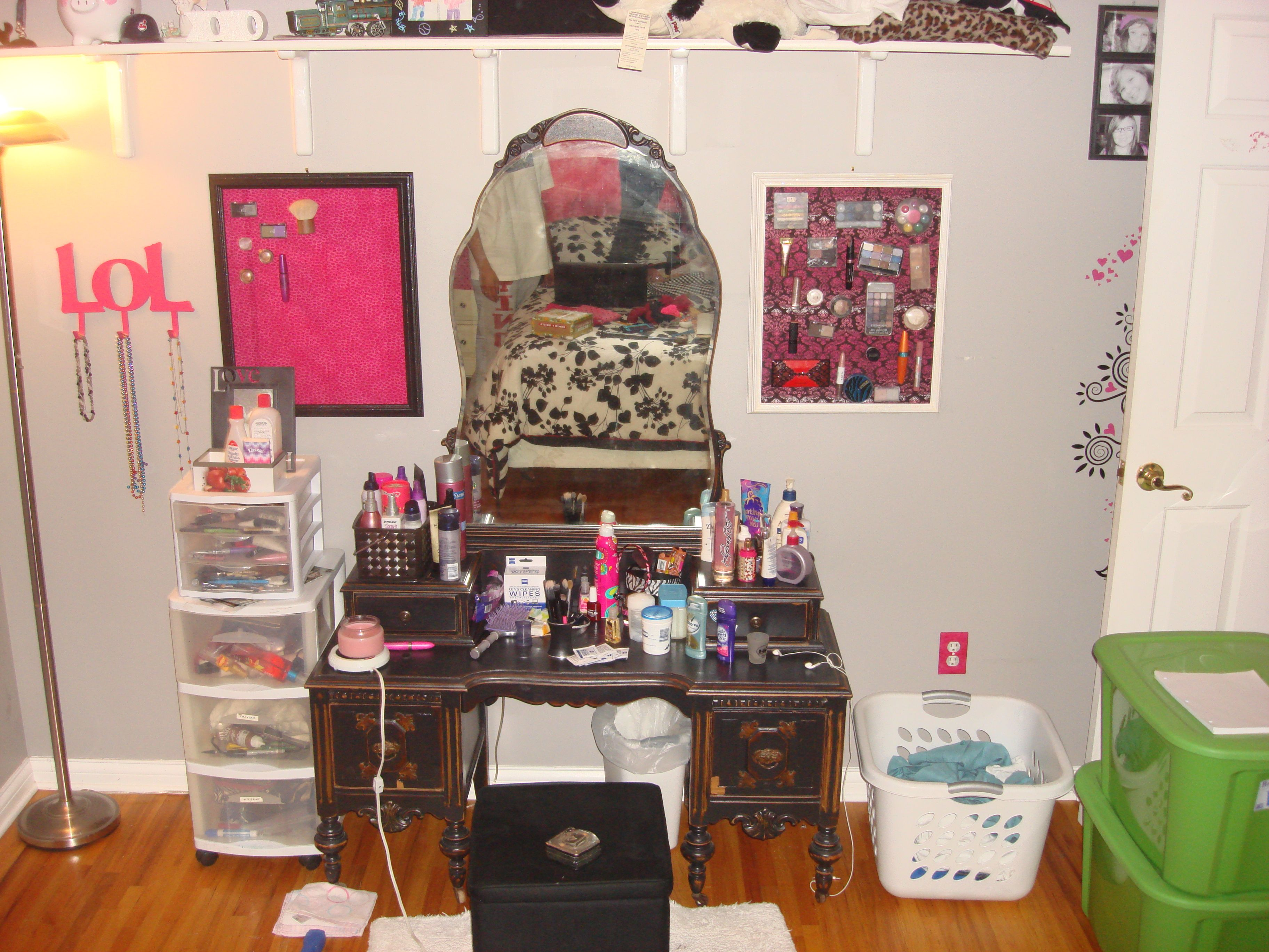 This is my make-up and vanity! Did the magnetic make-up board. Soo easy, well my mom did it..Hahha!