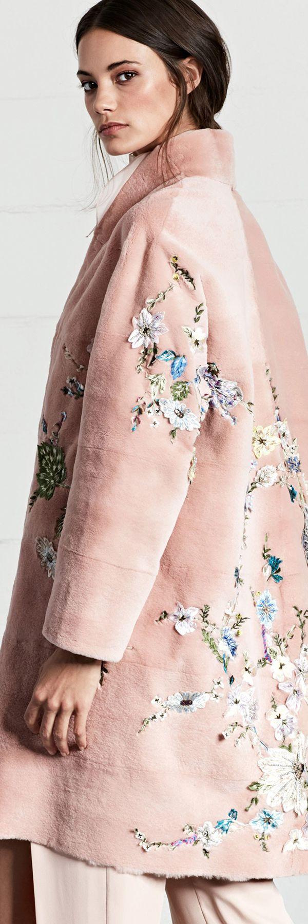 Dennis Basso Resort 2018 Collection | Abrigos, trenchs, Dress coats ...
