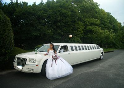 Limo For The Quinceañera Girl Family Friends Limo Wedding Limo Service Limousine