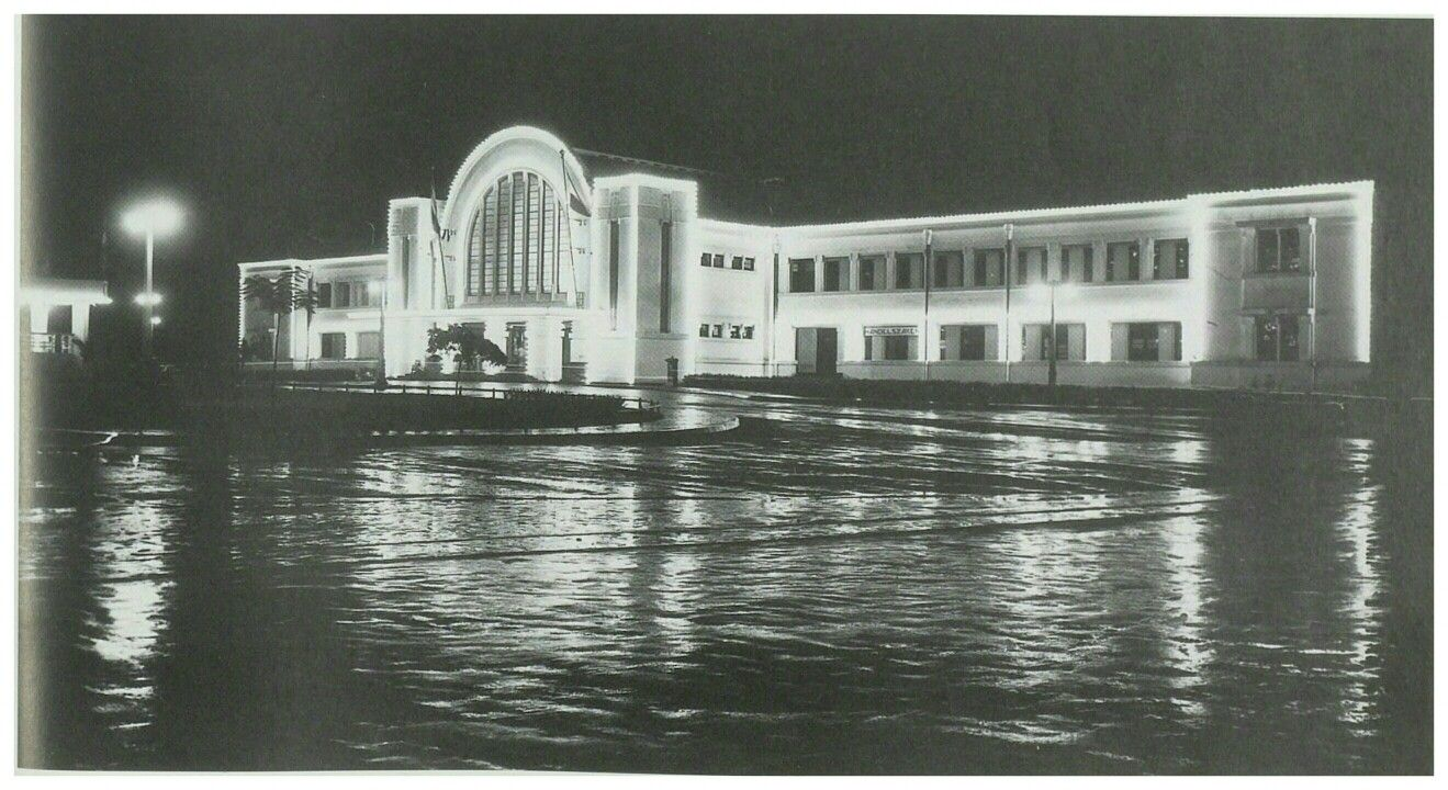 Het nieuw station (anno 1930) in de Benedenstad Batavia aan het Stationplein, 1937.