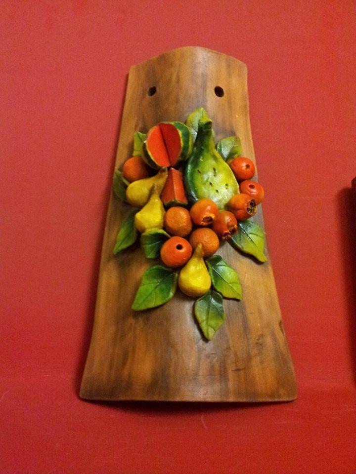 Tegola (coppo) in terracotta con frutta