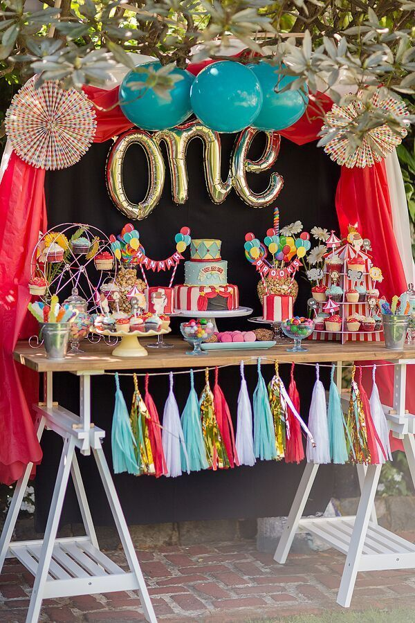 Circus Themed Table Decorations Part - 32: A Perfectly Fitting Circus Themed First Birthday Party