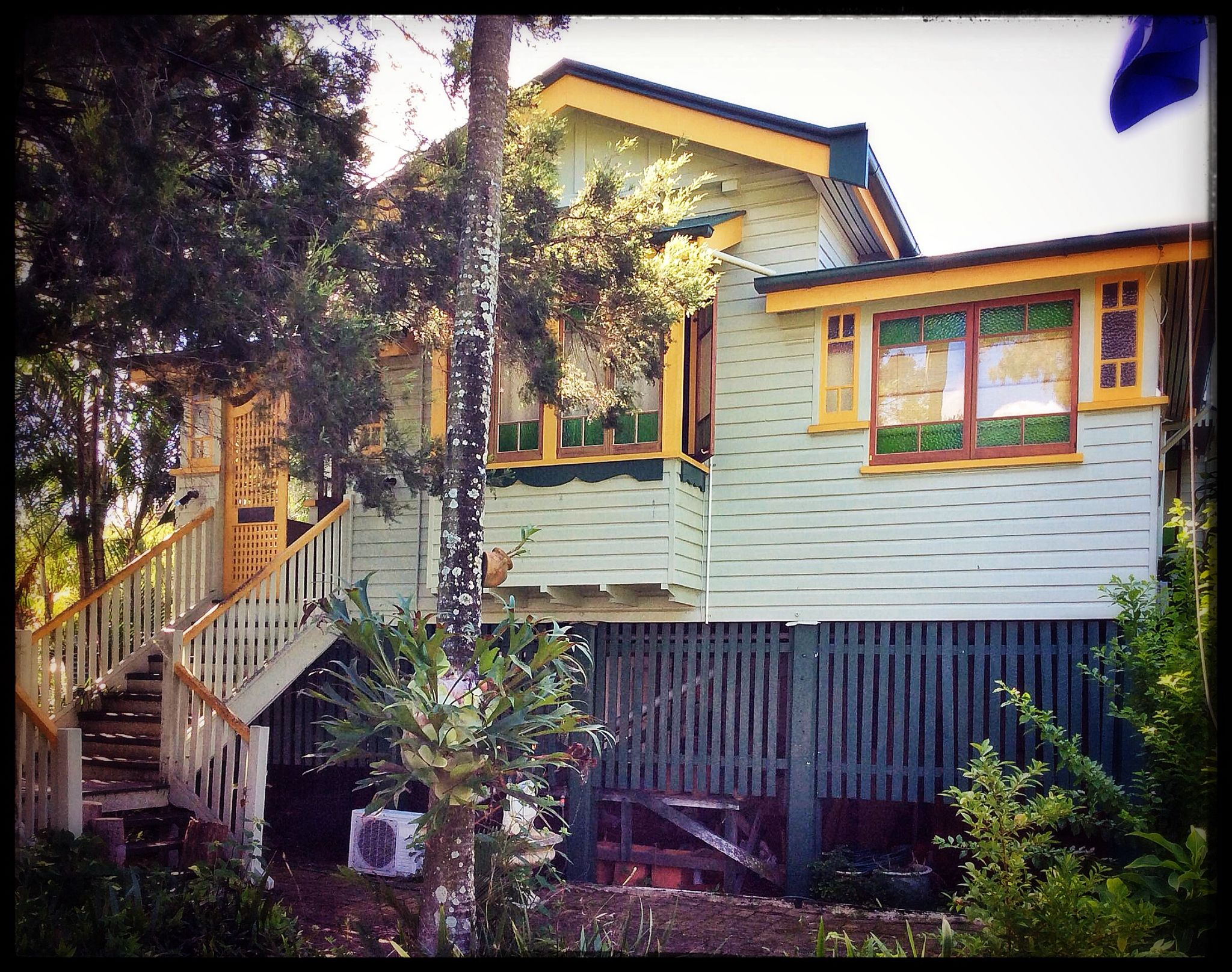 This is a classic 'Old Queenslander'. 2015 March