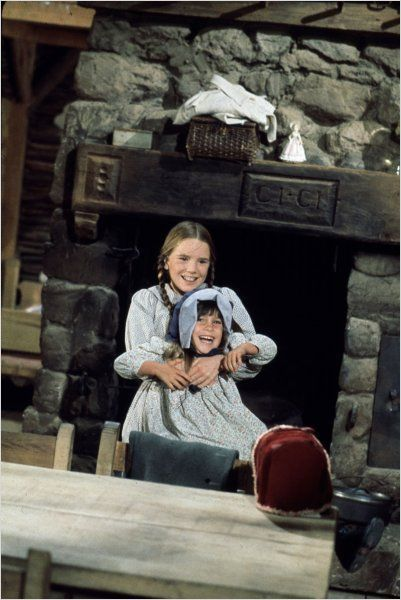 Laura And Carrie Ingalls Little House On The Prairie With