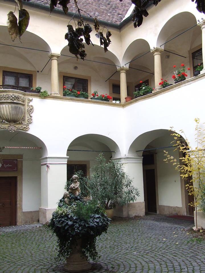 Eggenberg ház udvara - Sopron - Dunántúl