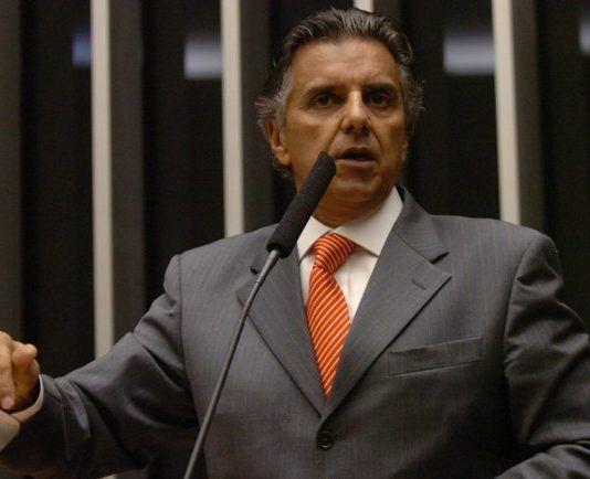 Governo conta com 70 votos contra Dilma, garante Mansur
