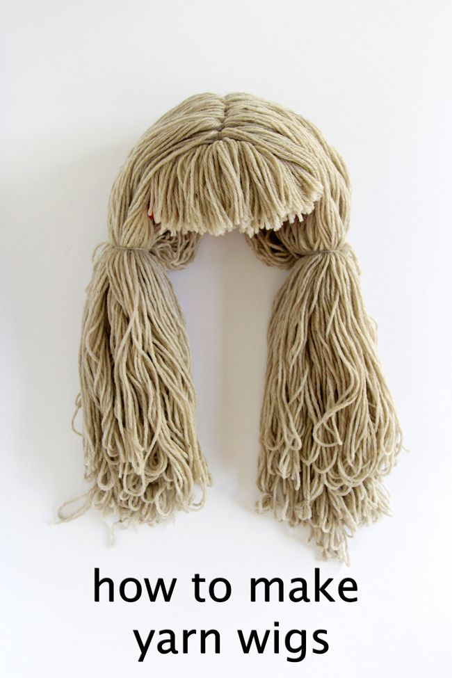 How To Make A Yarn Wig A Super Easy Diy Yarn Wig Diy Scarecrow Diy Scarecrow Costume