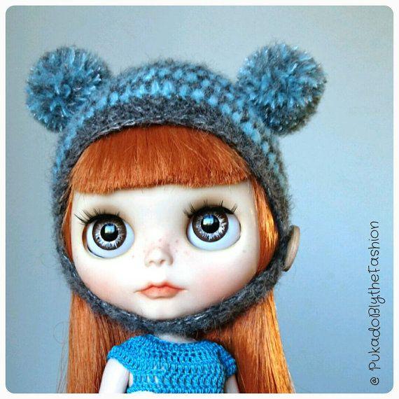 Blythe Fuzzy pompom hat #Blythe #blythedoll #blythecon #etsy #pompom  https://www.etsy.com/listing/268378708/blythe-hat-fuzzy-mini-pompom-ooak